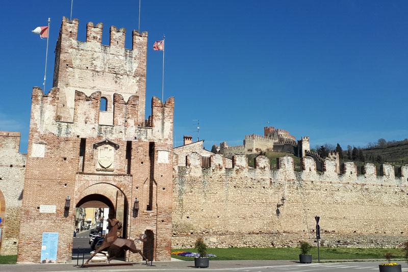 Соаве – средневековый городок и его замок